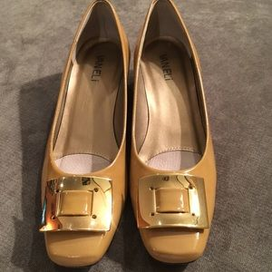 Vaneli tan patent leather pumps size 6.5N